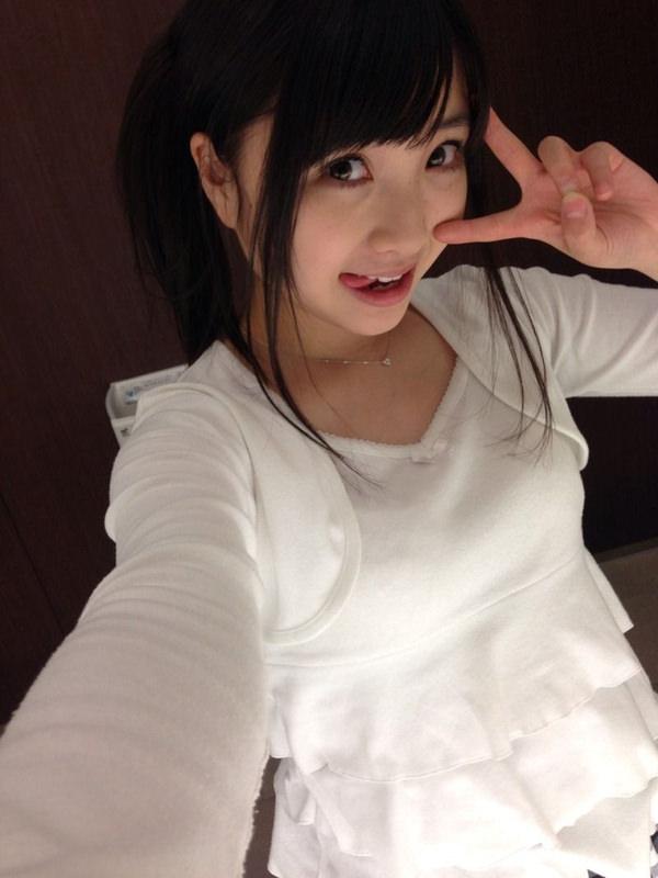 舌出しの美少女 18