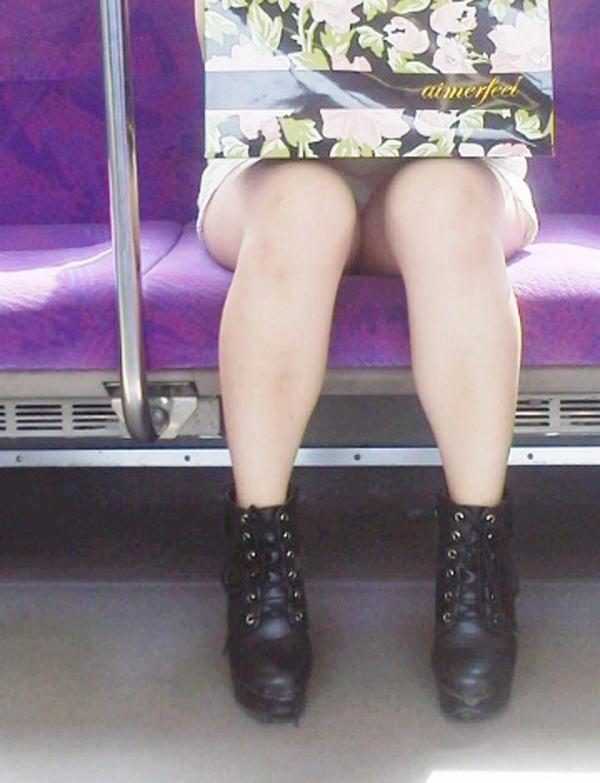 電車内対面パンチラ 7