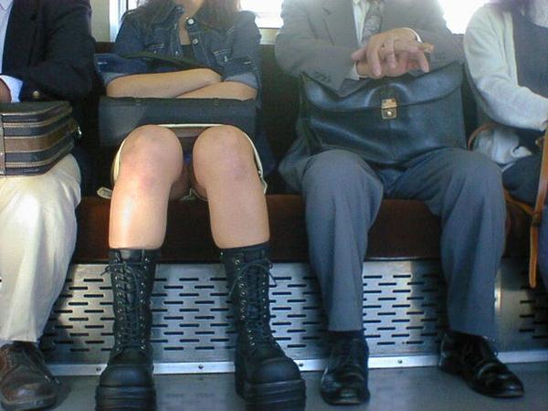 電車内対面パンチラ 15