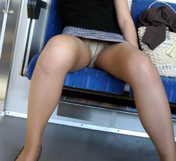 電車内対面パンチラ 16