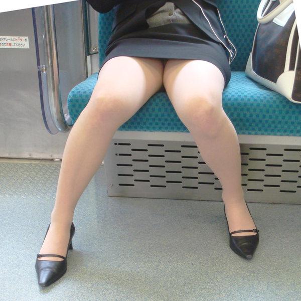 電車内対面パンチラ 19