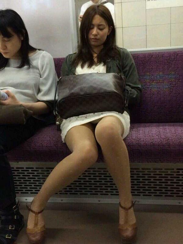 電車内対面パンチラ 21