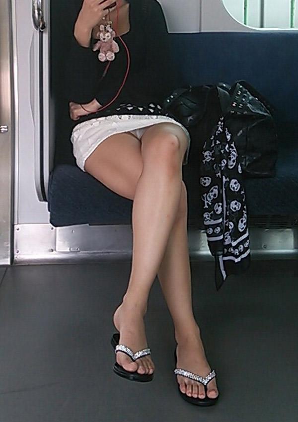 電車内対面パンチラ 23