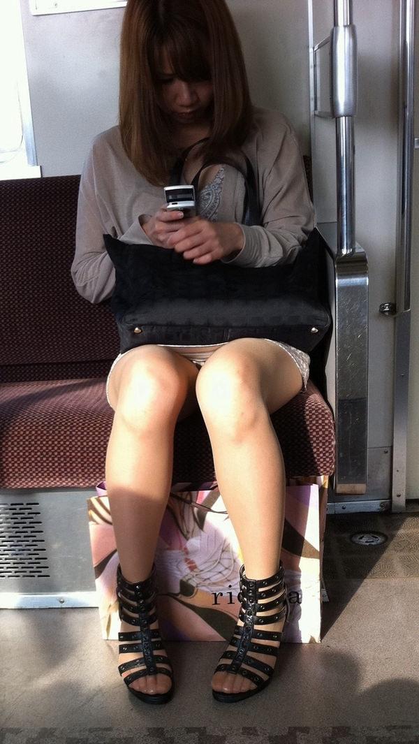電車内対面パンチラ 26