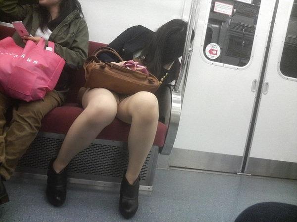 電車内対面パンチラ 27