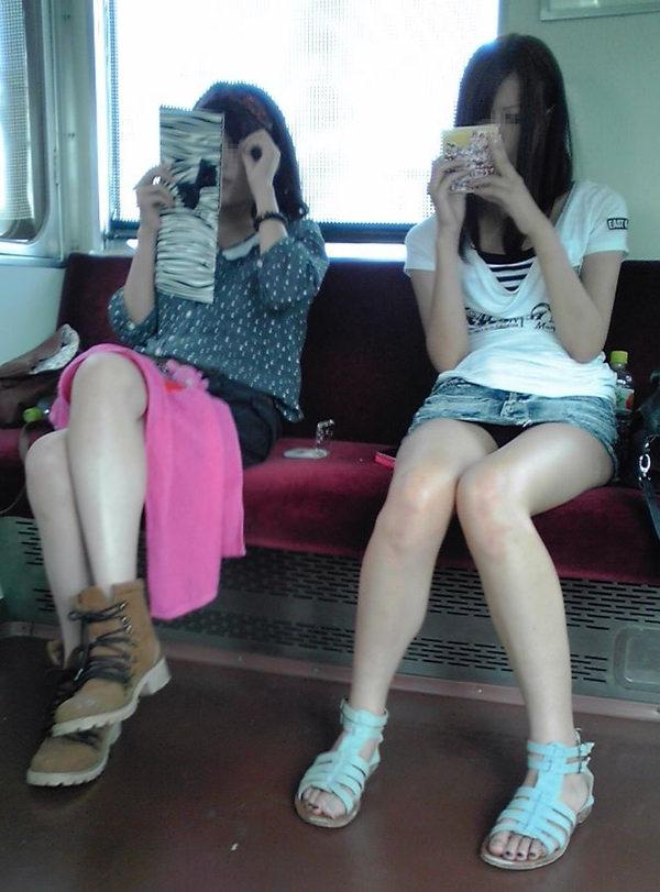 電車内対面パンチラ 30