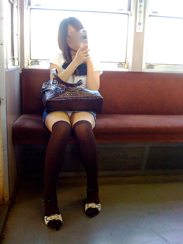 電車内対面パンチラ 31