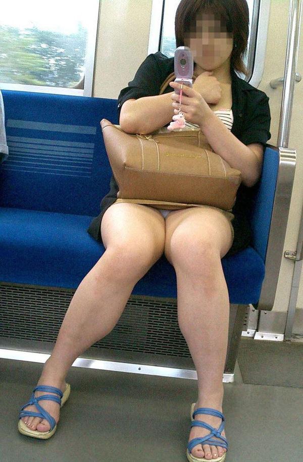電車内対面パンチラ 36