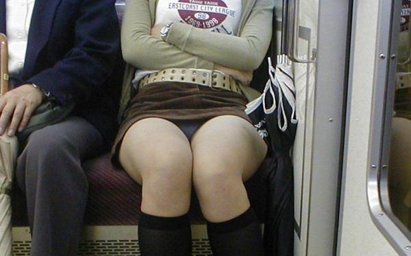 電車内対面パンチラ 37