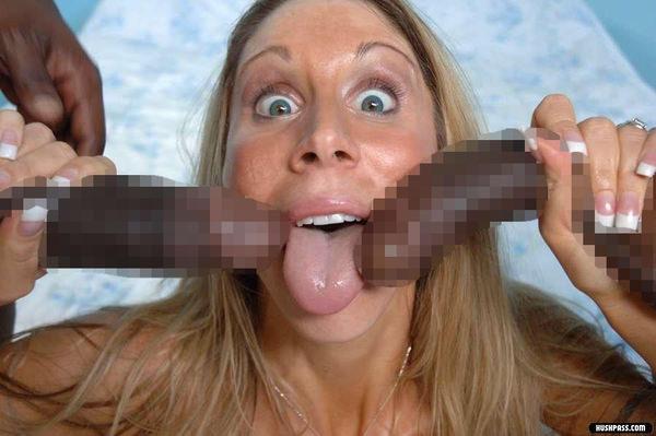 黒人デカちんこをフェラする白人女性 13