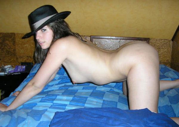 全裸に帽子を被った外国人ヌード 15
