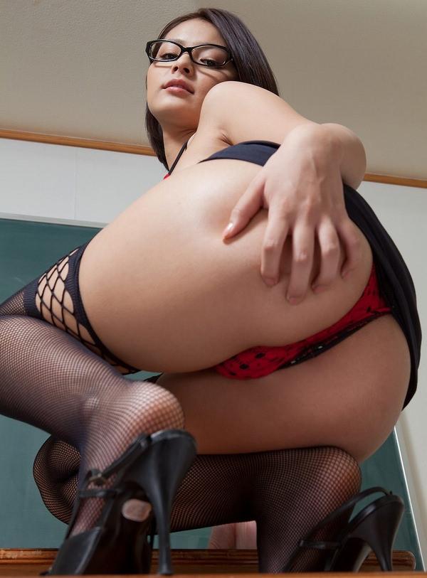 知的でセクシーなメガネ美女 9