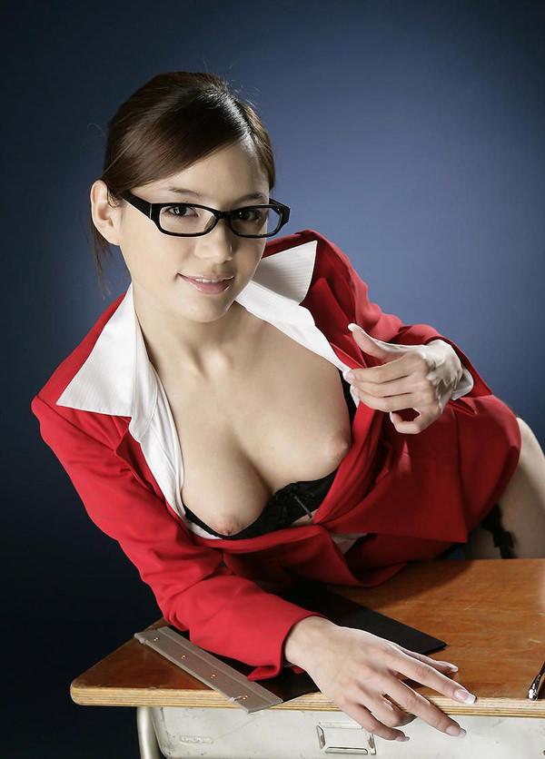知的でセクシーなメガネ美女 10