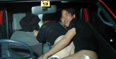 【カーセックス盗撮】素人カップルの生々しいカーセックス現場 画像19枚