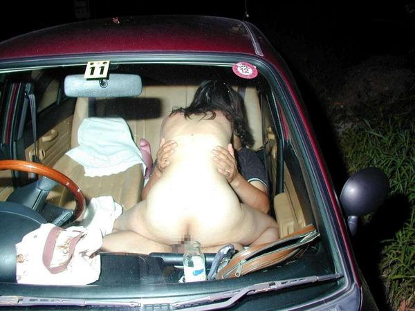 素人のカーセックスを盗撮 14