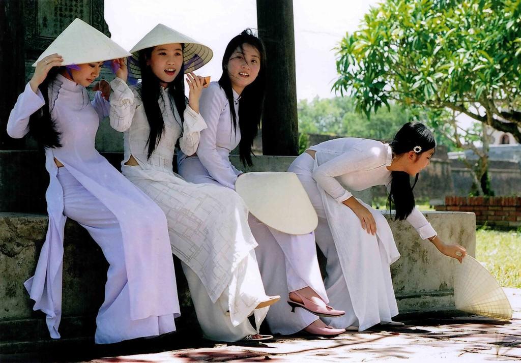 アオザイ姿のベトナム美女