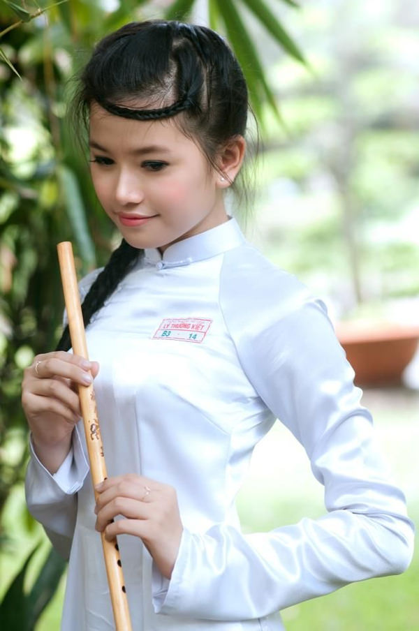アオザイ姿のベトナム美女 3