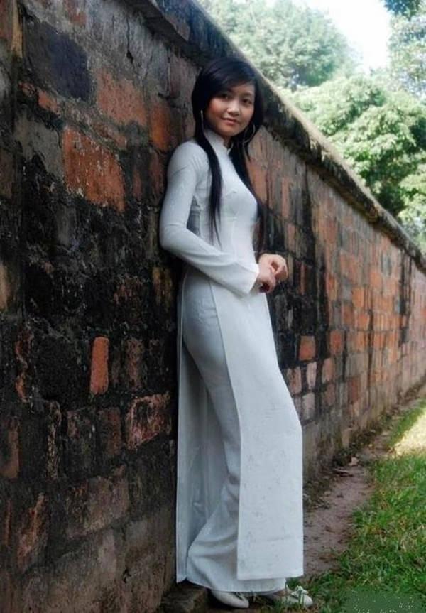 アオザイ姿のベトナム美女 10