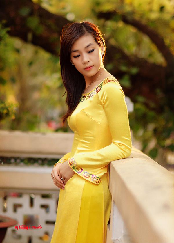 アオザイ姿のベトナム美女 12