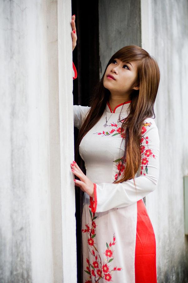 アオザイ姿のベトナム美女 13