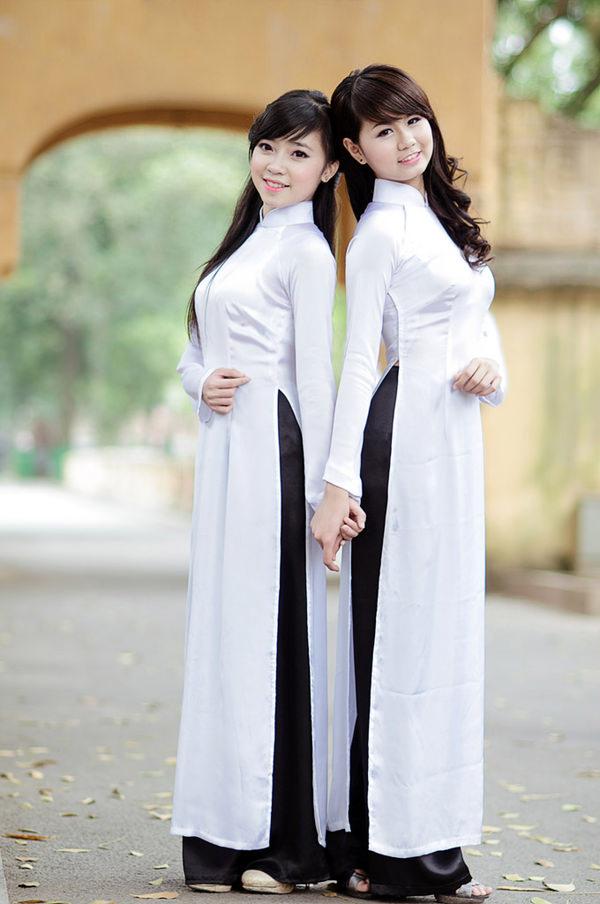 アオザイ姿のベトナム美女 16