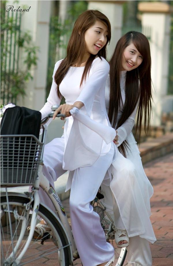 アオザイ姿のベトナム美女 17