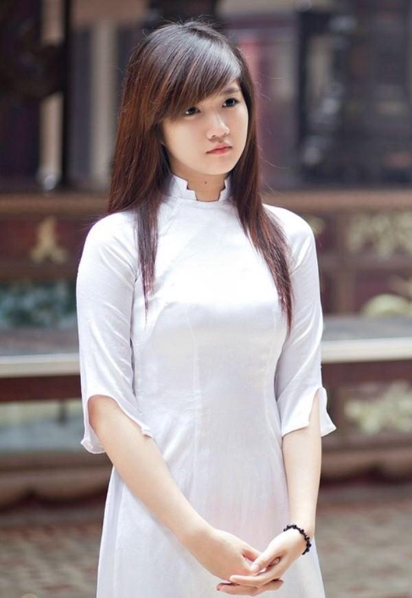 アオザイ姿のベトナム美女 24