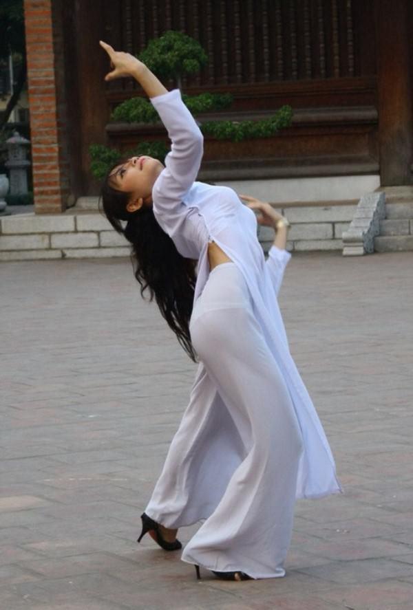 アオザイ姿のベトナム美女 25