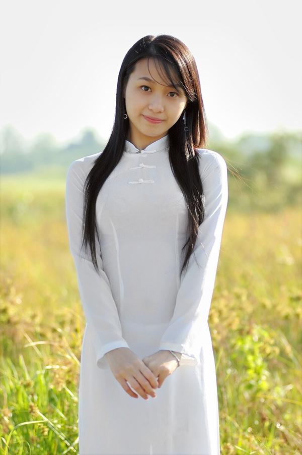 アオザイ姿のベトナム美女 32