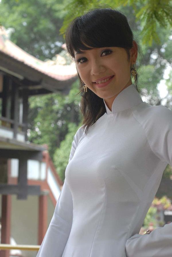 アオザイ姿のベトナム美女 39