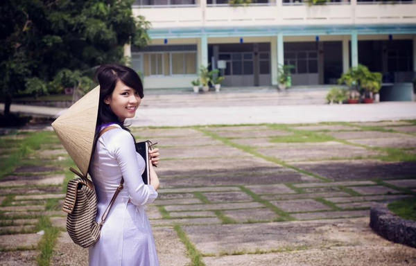 アオザイ姿のベトナム美女 53