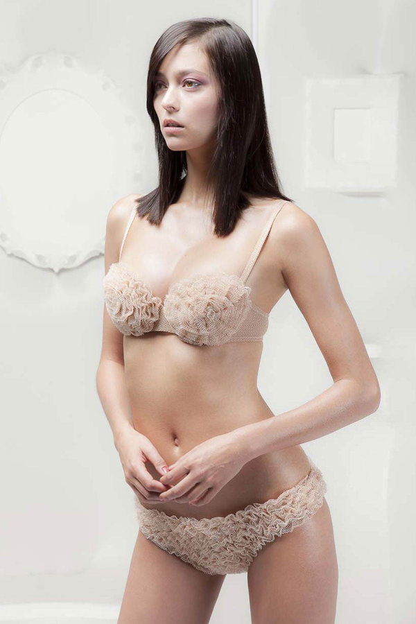 外国人美女の下着姿 17