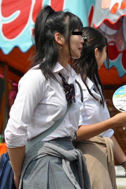 制服姿のJKの着衣巨乳 3