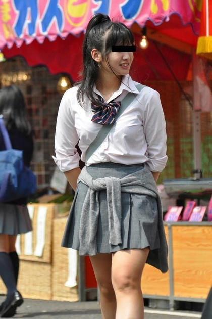 制服姿のJKの着衣巨乳 5