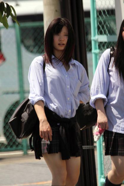 制服姿のJKの着衣巨乳 8