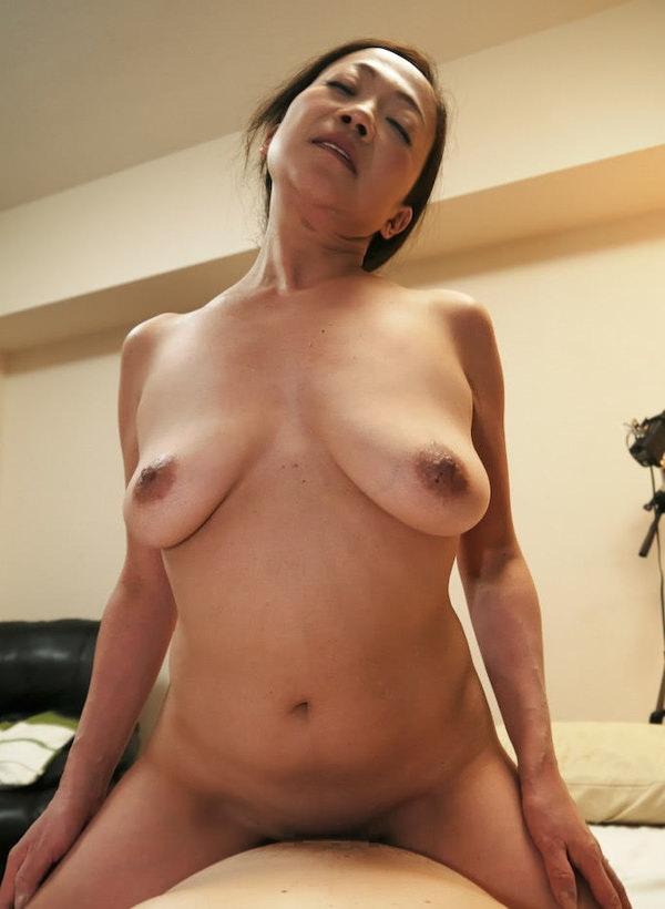 垂れ乳熟女の騎乗位 5