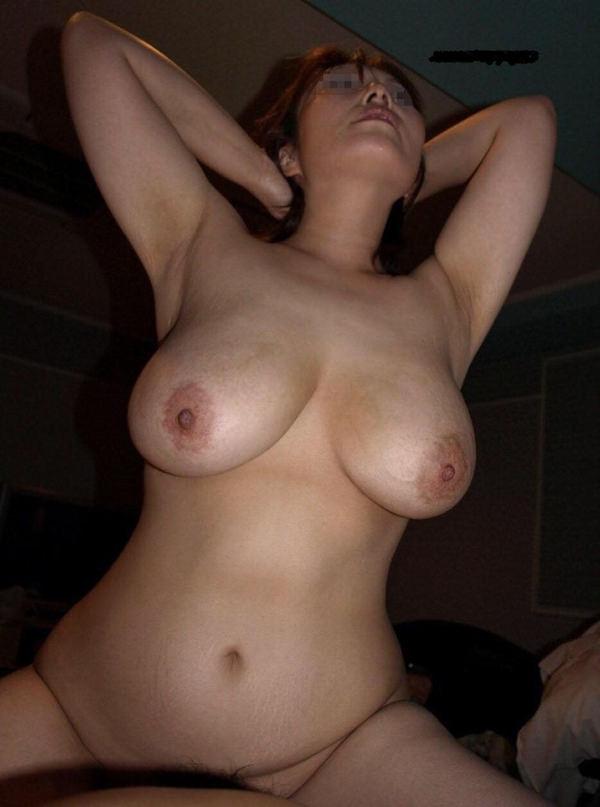 垂れ乳熟女の騎乗位 9