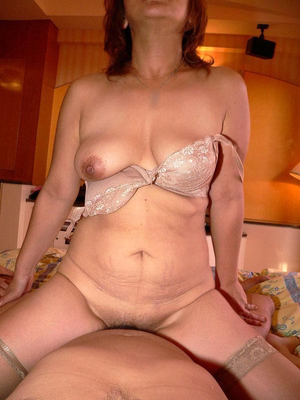垂れ乳熟女の騎乗位 18
