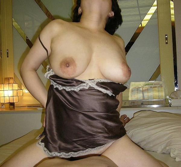垂れ乳熟女の騎乗位 23
