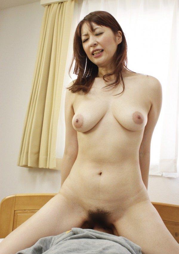 垂れ乳熟女の騎乗位 28