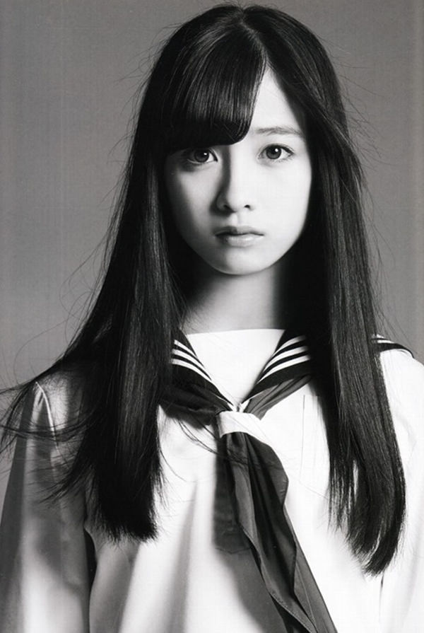 透明感のある制服美少女 2