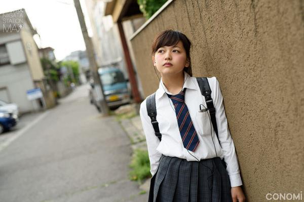 透明感のある制服美少女 5