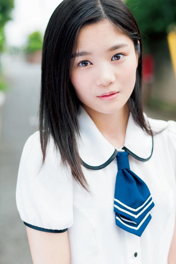 透明感のある制服美少女 8