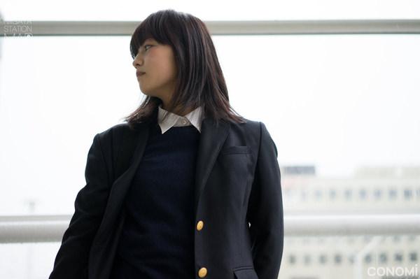 透明感のある制服美少女 11