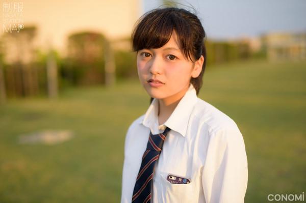 透明感のある制服美少女 13