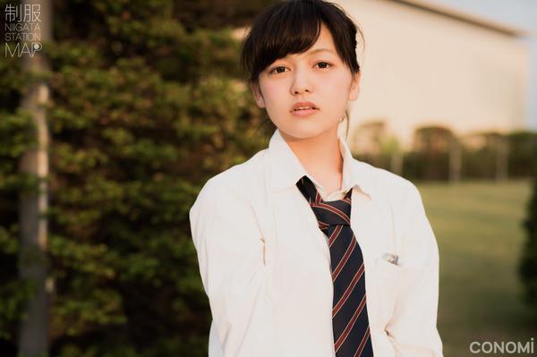 透明感のある制服美少女 14