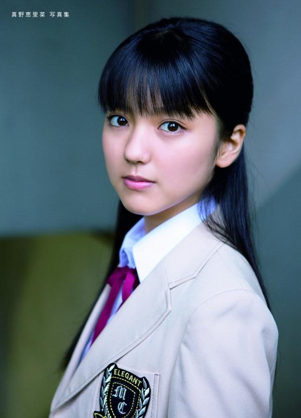 透明感のある制服美少女 16