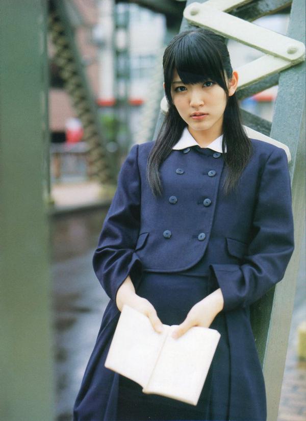 透明感のある制服美少女 18