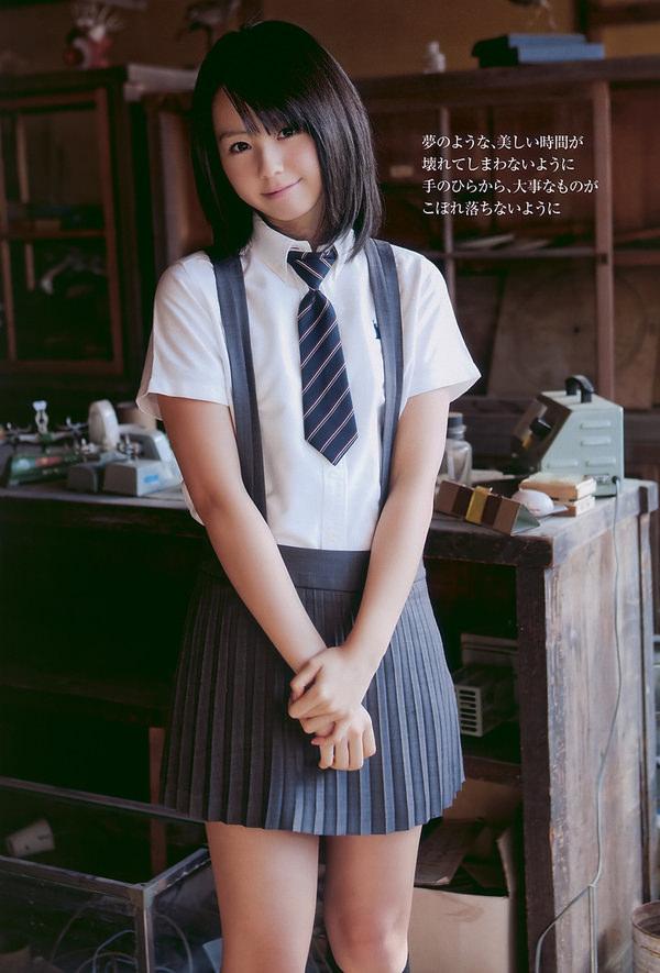 透明感のある制服美少女 26