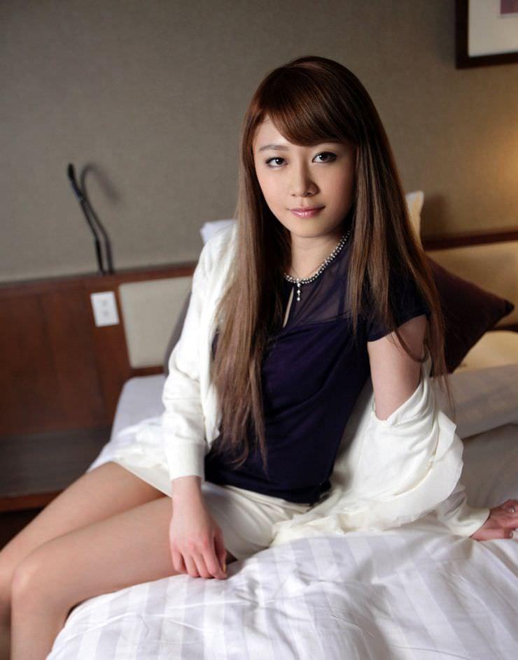 SEX目前☆ベッドに腰かける純粋なヒトヅマの事前写真21枚